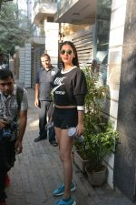 Sonal Chauhan spotted at Bandra Body Scluptor gym in khar on 2nd Jan 2019 (7)_5c2cca26979f2.JPG
