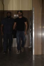 Hrithik Roshan spotted at pvr juhu on 2nd Jan 2019 (10)_5c2db1f8b888b.JPG