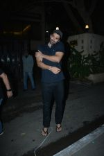 Aditya Roy Kapoor spotted at bandstand bandra on 3rd Jan 2019 (4)_5c2f014eb5d2e.JPG