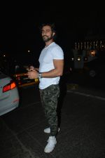 Kunal Kapoor spotted at Hakim alim bandra on 7th Jan 2019 (5)_5c36e50c90478.JPG
