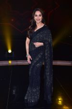 Madhuri Dixit Nene on the sets of DANCE Plus 4 on 7th Jan 2019 (25)_5c36e540a3aba.JPG