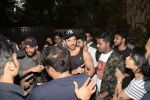 Hrithik Roshan on his birthday at juhu on 10th Jan 2019 (16)_5c384bca2d5aa.JPG