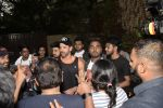 Hrithik Roshan on his birthday at juhu on 10th Jan 2019 (17)_5c384bcd1ebe6.JPG