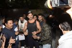 Hrithik Roshan on his birthday at juhu on 10th Jan 2019 (19)_5c384bd16d6c4.JPG
