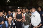 Hrithik Roshan on his birthday at juhu on 10th Jan 2019 (21)_5c384bd575a40.JPG