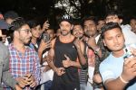Hrithik Roshan on his birthday at juhu on 10th Jan 2019 (26)_5c384be1a9755.JPG