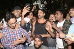 Hrithik Roshan on his birthday at juhu on 10th Jan 2019 (27)_5c384be358f1a.JPG