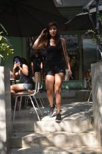 Rhea chakraborty spotted at kitchen garden bandra on 10th Jan 2019 (9)_5c384c8a8f4f9.JPG