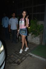 Sonal Chauhan Spotted At Palli Village Cafe Bandra  (14)_5c38312b04126.JPG