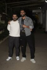 Aditya Dhar, Vicky Kaushal at the Screening of film Uri in sunny sound juhu on 12th Jan 2019 (59)_5c3ae6077ed1e.JPG