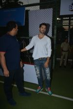 Dino Morea spotted at football ground in bandra on 12th Jan 2019 (13)_5c3acdfd145c7.JPG