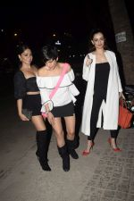 Mandira Bedi With Friends Spotted At Soho House Juhu on 11th Jan 2019 (1)_5c3ac099af7e7.JPG
