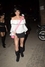 Mandira Bedi With Friends Spotted At Soho House Juhu on 11th Jan 2019 (13)_5c3ac0ab129be.JPG