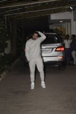 Varun Dhawan at the Screening of film Uri in sunny sound juhu on 12th Jan 2019 (236)_5c3ae8c7535d7.JPG