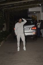 Varun Dhawan at the Screening of film Uri in sunny sound juhu on 12th Jan 2019 (238)_5c3ae8ca52e73.JPG