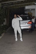 Varun Dhawan at the Screening of film Uri in sunny sound juhu on 12th Jan 2019 (239)_5c3ae8cbc0da1.JPG