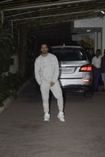 Varun Dhawan at the Screening of film Uri in sunny sound juhu on 12th Jan 2019 (242)_5c3ae8d01de10.JPG