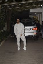 Varun Dhawan at the Screening of film Uri in sunny sound juhu on 12th Jan 2019 (247)_5c3ae8d785078.JPG