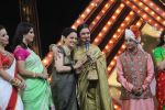 Kangana Ranaut, Rekha At The Red Carpet Of Marathi Tarka on 14th Jan 2019 (68)_5c3edaf295045.JPG
