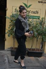 Raveena Tandon spotted at farmer_s cafe Bandra on 14th Jan 2019 (3)_5c3ecfafa0b26.JPG