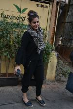 Raveena Tandon spotted at farmer_s cafe Bandra on 14th Jan 2019 (4)_5c3ecfb25da30.JPG