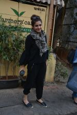 Raveena Tandon spotted at farmer_s cafe Bandra on 14th Jan 2019 (5)_5c3ecfb596059.JPG