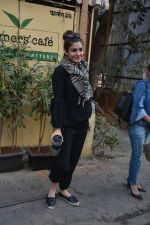 Raveena Tandon spotted at farmer_s cafe Bandra on 14th Jan 2019 (7)_5c3ecfbac395e.JPG