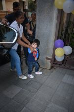 Taimur spotted at Soha Ali Khan_s house in khar on 16th Jan 2019 (3)_5c401dbf44f46.JPG