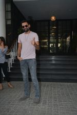 Abhay Deol Spotted At Soho House Bandra on 20th Jan 2019 (1)_5c458325be844.JPG