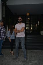 Abhay Deol Spotted At Soho House Bandra on 20th Jan 2019 (2)_5c458327b3cf0.JPG
