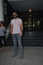 Abhay Deol Spotted At Soho House Bandra on 20th Jan 2019 (8)_5c45833327b90.JPG