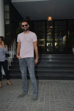 Abhay Deol Spotted At Soho House Bandra on 20th Jan 2019 (9)_5c4583354aea0.JPG