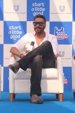 Ajay Devgan at Plastic Banega Fantastic event by uniliver in Mahim Beach on 19th Jan 2019 (20)_5c4573d46d326.JPG