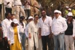 Ajay Devgan, Kajol at Plastic Banega Fantastic event by uniliver in Mahim Beach on 19th Jan 2019 (39)_5c4573e7f03d2.JPG