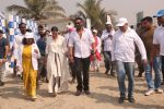 Ajay Devgan, Kajol at Plastic Banega Fantastic event by uniliver in Mahim Beach on 19th Jan 2019 (43)_5c4573eb874cd.JPG