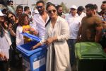 Ajay Devgan, Kajol at Plastic Banega Fantastic event by uniliver in Mahim Beach on 19th Jan 2019 (51)_5c4573f5260dd.JPG