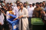 Ajay Devgan, Kajol at Plastic Banega Fantastic event by uniliver in Mahim Beach on 19th Jan 2019 (53)_5c4573f747b67.JPG