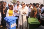 Ajay Devgan, Kajol at Plastic Banega Fantastic event by uniliver in Mahim Beach on 19th Jan 2019 (57)_5c4573fa80bdf.JPG