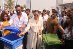 Ajay Devgan, Kajol at Plastic Banega Fantastic event by uniliver in Mahim Beach on 19th Jan 2019 (59)_5c4573fc541f9.JPG