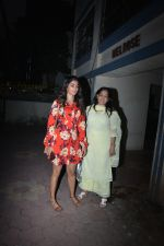 Pooja Hegde with mother spotted at bandra on 19th Jan 2019 (18)_5c456bdf93534.JPG