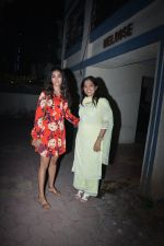Pooja Hegde with mother spotted at bandra on 19th Jan 2019 (19)_5c456be16dcb0.JPG