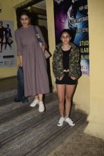 Raveena Tandon With Family Spotted At Pvr Juhu on 23rd Jan 2019 (8)_5c495e4039247.JPG