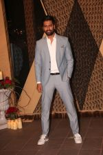 Vicky Kaushal at Sakshi Bhatt_s Wedding Reception in Taj Lands End on 26th Jan 2019 (78)_5c4ebd58311d2.JPG