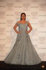 Tabu at the Opening of Lakme Fashion Week on 29th Jan 2019 (17)_5c5158975a1e4.jpg
