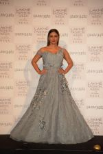 Tabu at the Opening of Lakme Fashion Week on 29th Jan 2019 (18)_5c51589a3cfeb.jpg