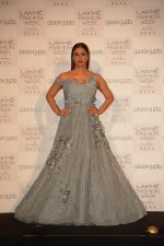 Tabu at the Opening of Lakme Fashion Week on 29th Jan 2019 (20)_5c51589fa13c8.jpg