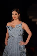 Tabu at the Opening of Lakme Fashion Week on 29th Jan 2019 (21)_5c5158a338af7.jpg