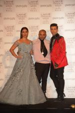 Tabu, Karan Johar at the Opening of Lakme Fashion Week on 29th Jan 2019 (8)_5c5158a7616d7.jpg