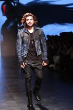 Gurmeet Choudhary walked the ramp on the first day of Lakme Fashion Week for designer Asa Kazingmei on 30th Jan 2019 (31)_5c529a888b430.JPG