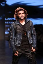 Gurmeet Choudhary walked the ramp on the first day of Lakme Fashion Week for designer Asa Kazingmei on 30th Jan 2019 (32)_5c529a8a98f97.JPG